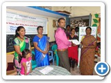 Distributing certificates and gifts to prize winner